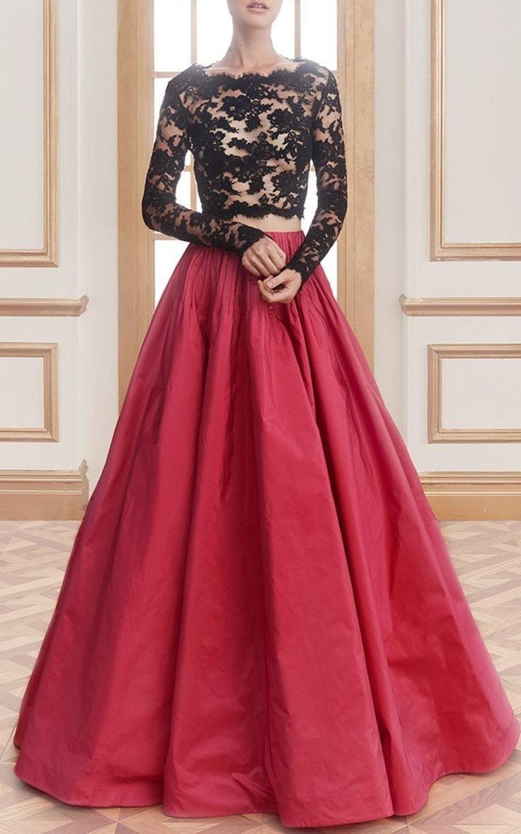 красное длинное платье с пышной юбкой с кружевом