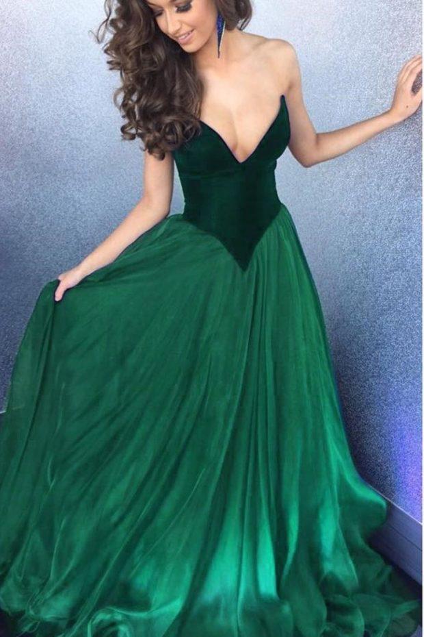 зеленое длинное платье с пышной юбкой