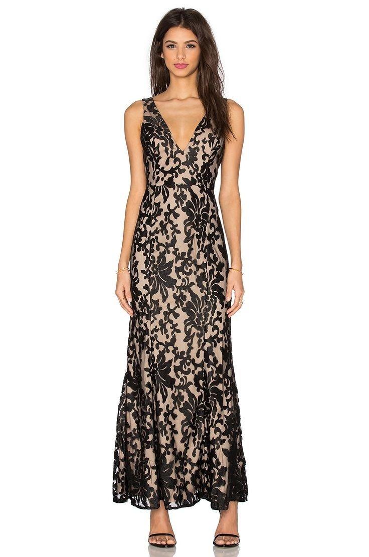 длинное кружевное платье трапеция