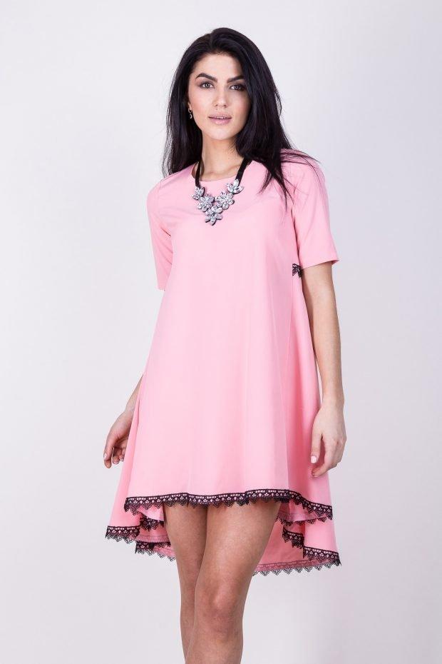 розовое платье трапеция с черной окантовкой