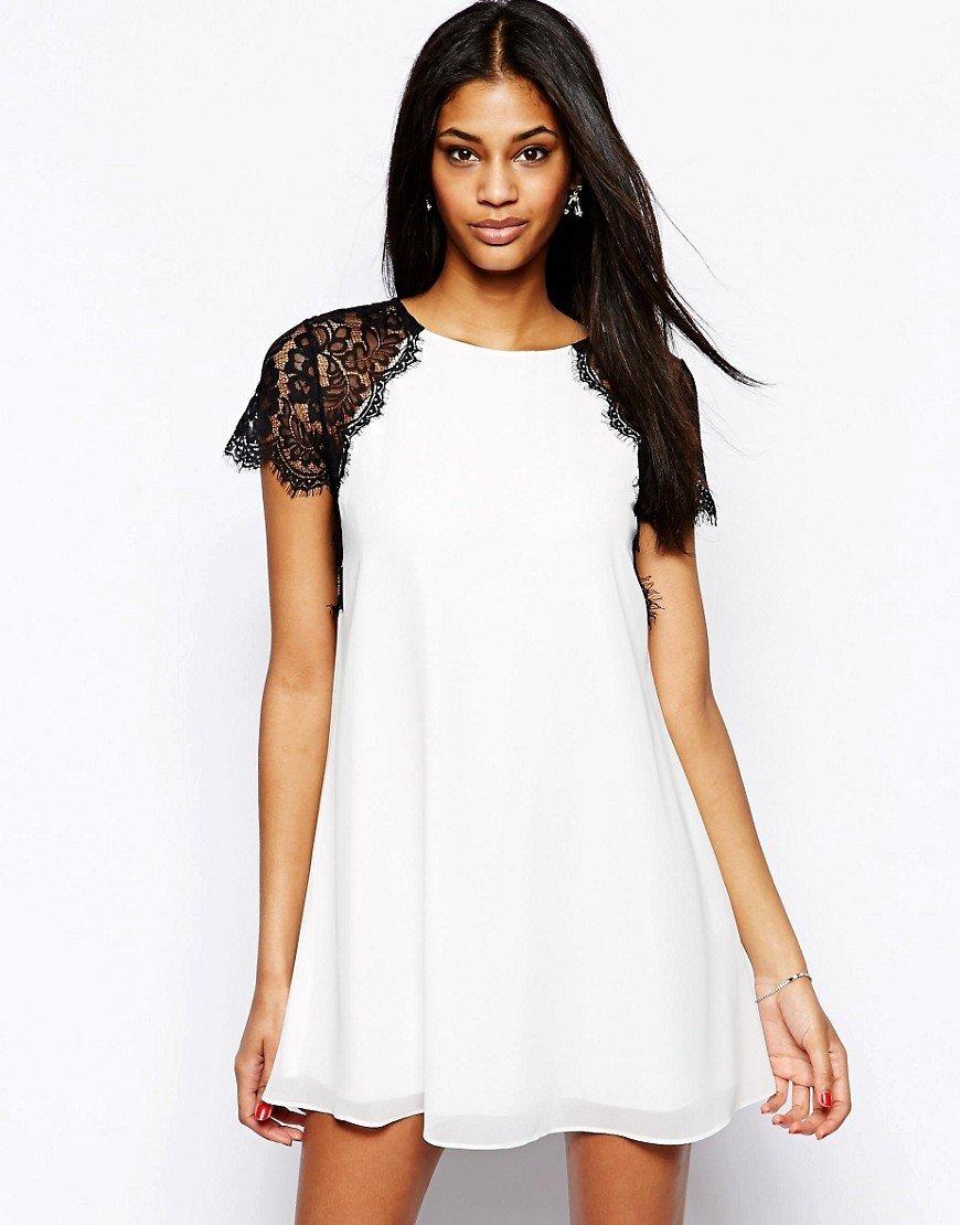 белое платье трапеция с черными кружевными рукавами