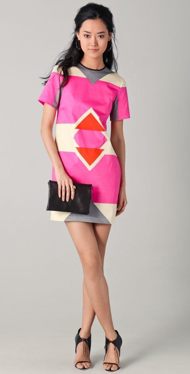 розовое платье геометрический принт