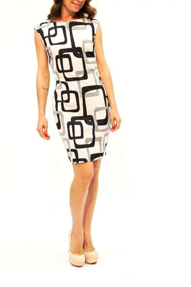 черно-белое платье с геометрическим узором
