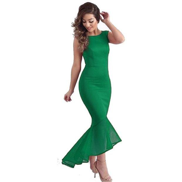 зеленое длинное платье с рюшей