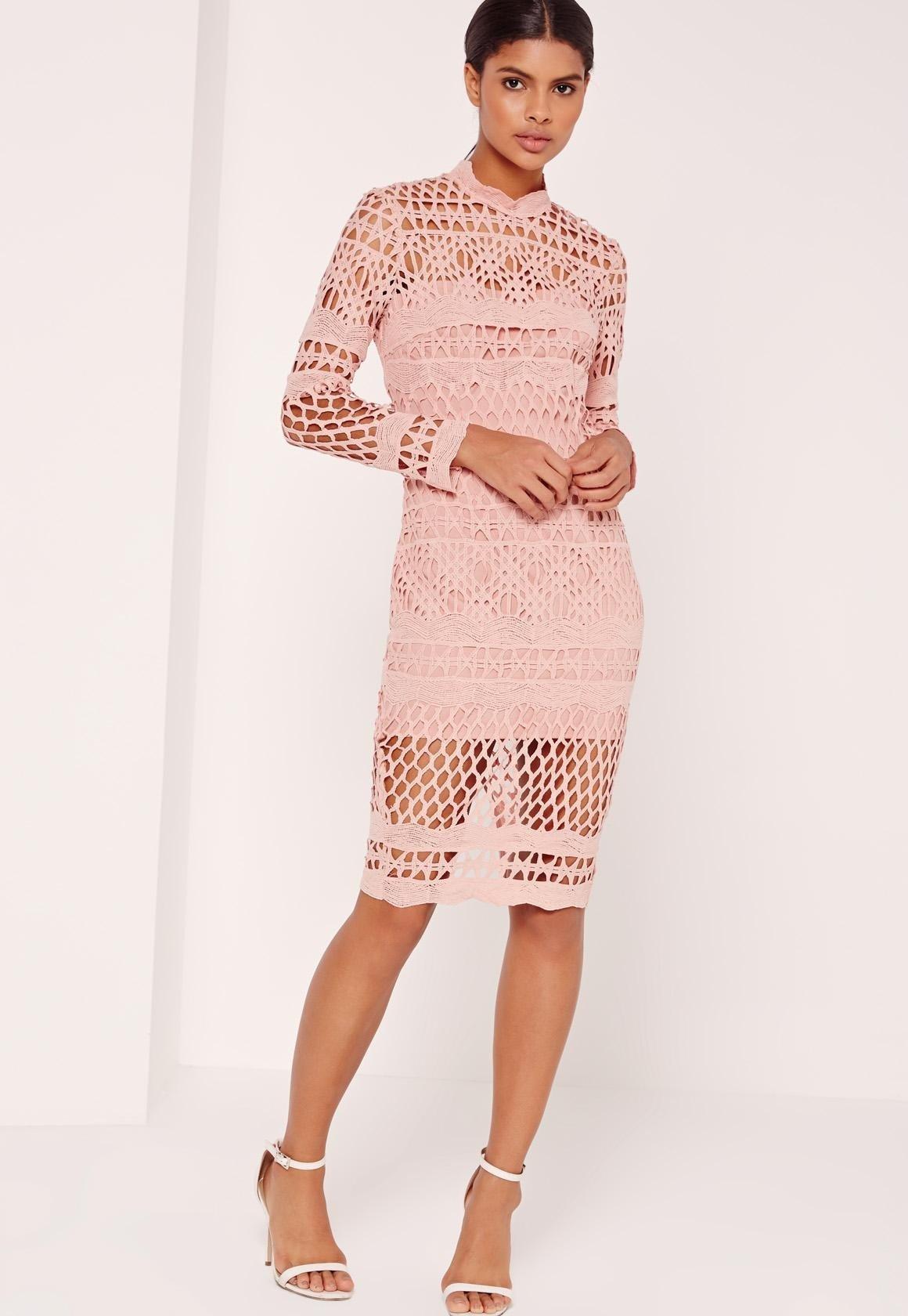 кружевное платье цвета пудры