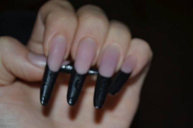 арочное моделирование ногтей гелем: френч черный