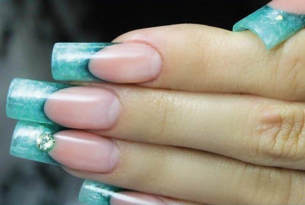 арочное моделирование ногтей гелем: френч голубой