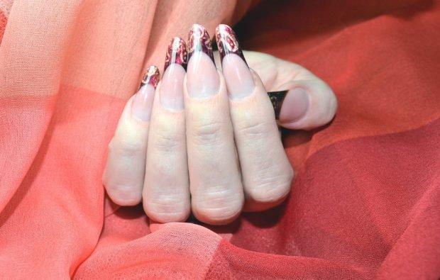 арочное моделирование ногтей гелем: форма френч цветной