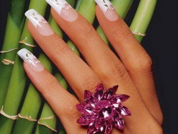арочное наращивание ногтей фото: форма френч с цветками