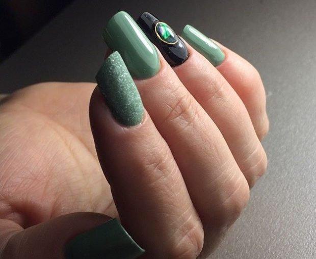 арочное наращивание ногтей фото: форма зеленые с черным