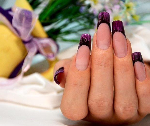 арочное наращивание ногтей: форма френч бордовый с черным