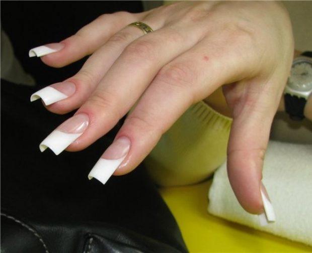арочное наращивание ногтей гелем: форма френч классика