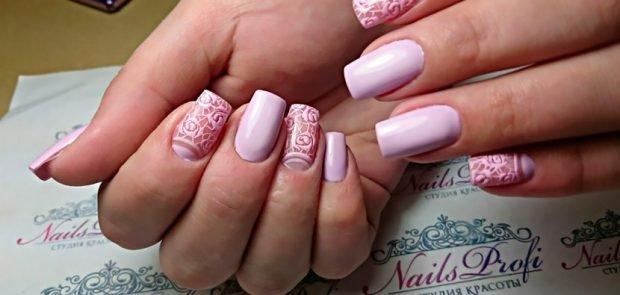 арочное моделирование ногтей: форма розовые с вензелями