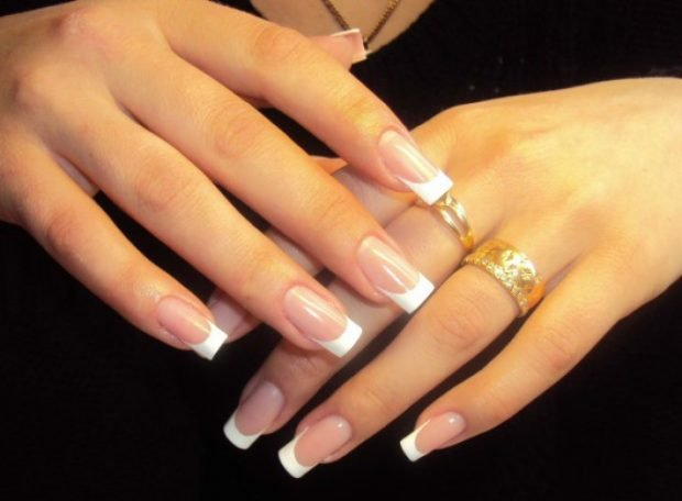 арочное наращивание ногтей: форма френч классика