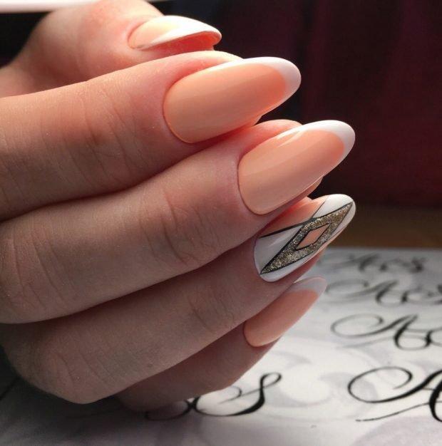 маникюр нюд на одном пальце рисунок
