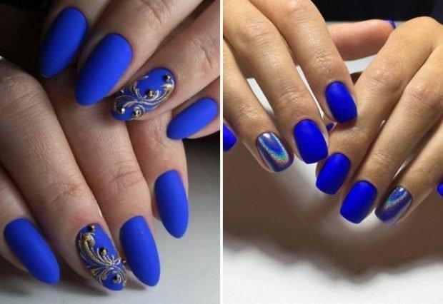 матовый маникюр синий с вензелями на одном пальце