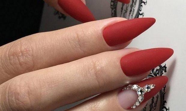 матовый маникюр красный со стразами - дизайн ногтей шеллак 2018