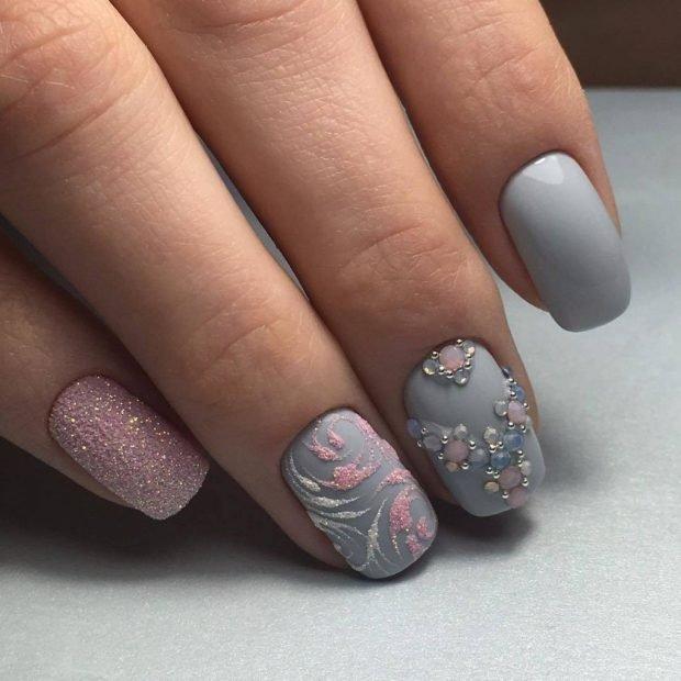 маникюр шеллак 2018 2019: серые ногти с розовым песком