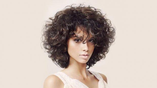 стрижки каре на кудрявые волосы мода женская весна лето 2020
