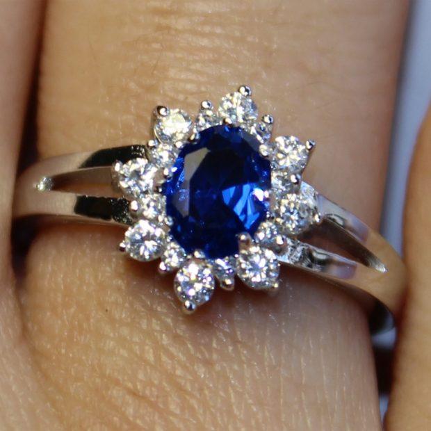 кольцо цветок с синим камнем