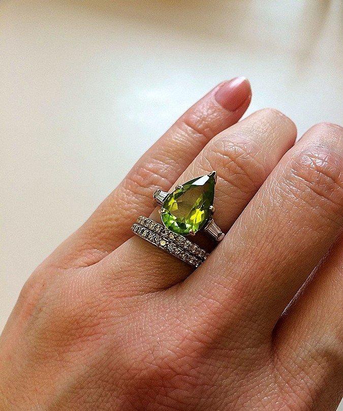 кольцо серебро с зеленым камнем в форме капли