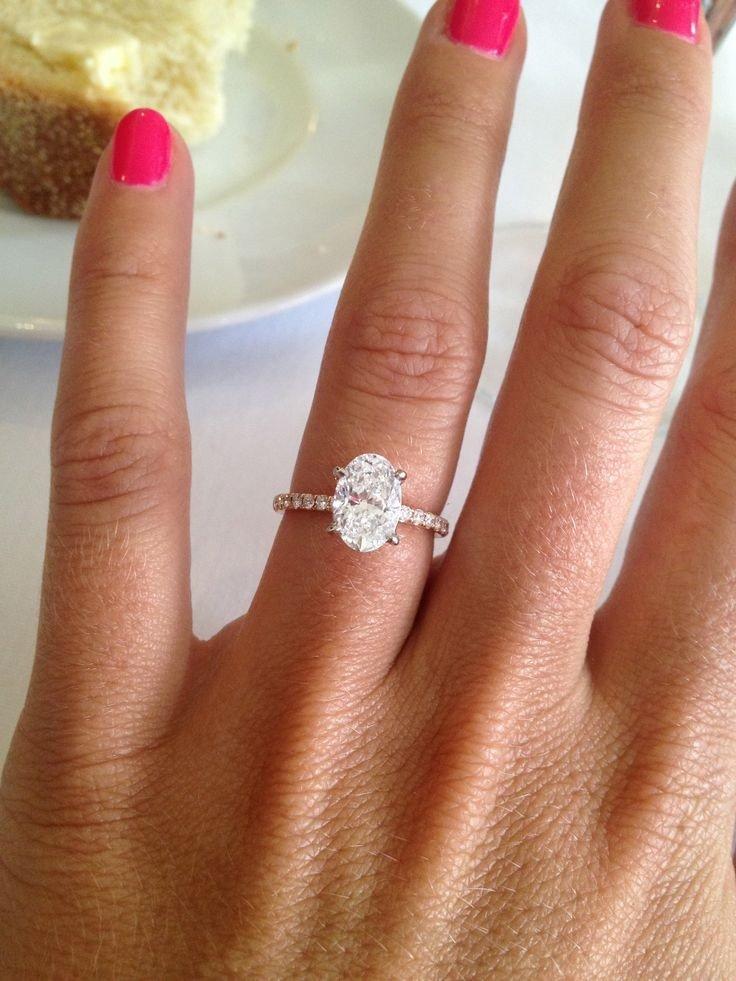 кольцо на безымянном пальце камень в форме капли