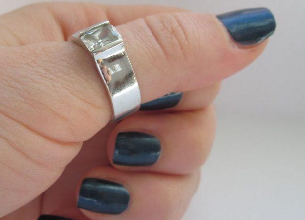 кольцо на большом пальце серебро с камушком