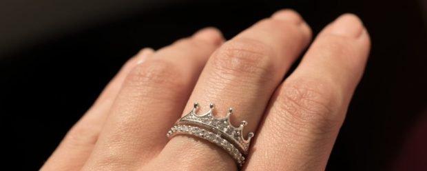 кольцо на среднем пальце корона серебро