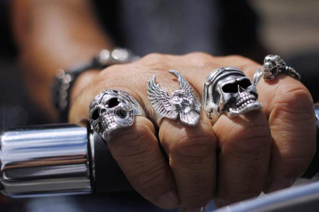 кольца с черепами серебро