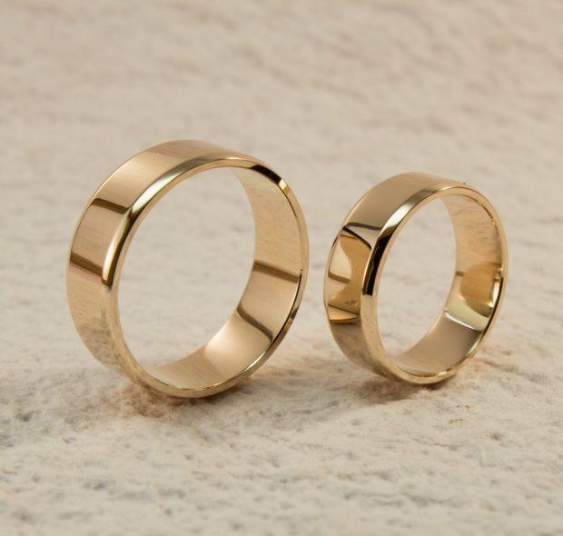 золотое широкое обручальное кольцо