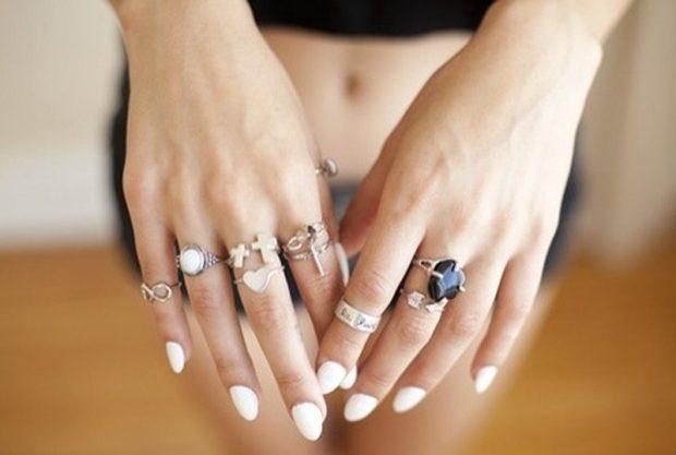 кольца на всех пальцах