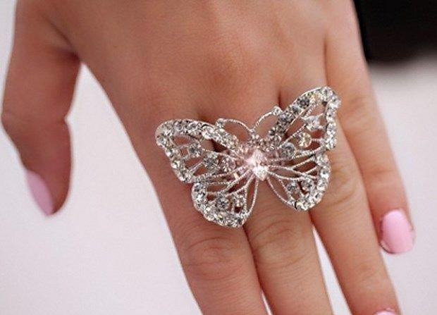 кольцо на среднем пальце бабочка