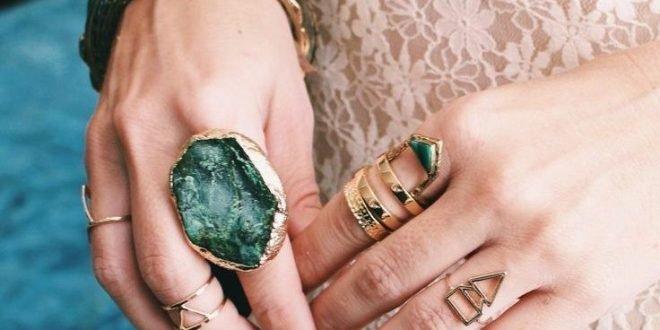 Как правильно носить кольца на пальцах женщине: фото и значение