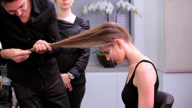 посетите парикмахера в этот день