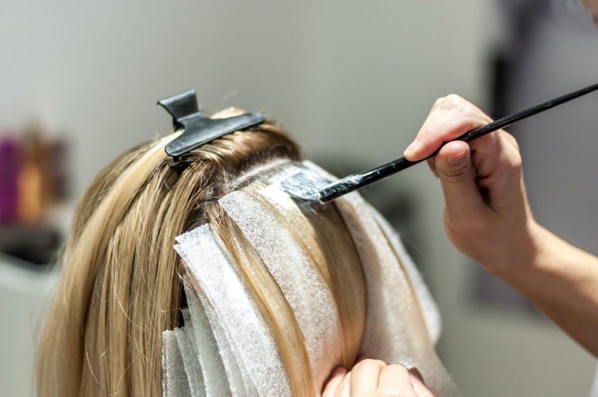 Выбираем краску для мелирования волос в домашних условиях 82