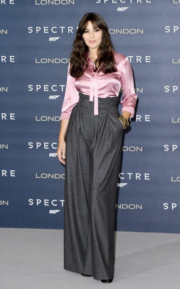серые широкие брюки высокая талия под блузку розовую
