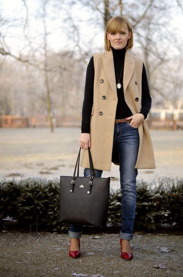 джинсы и жилетка бежевая длинная