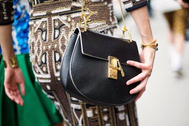 маленькая сумочка на цепочке черная