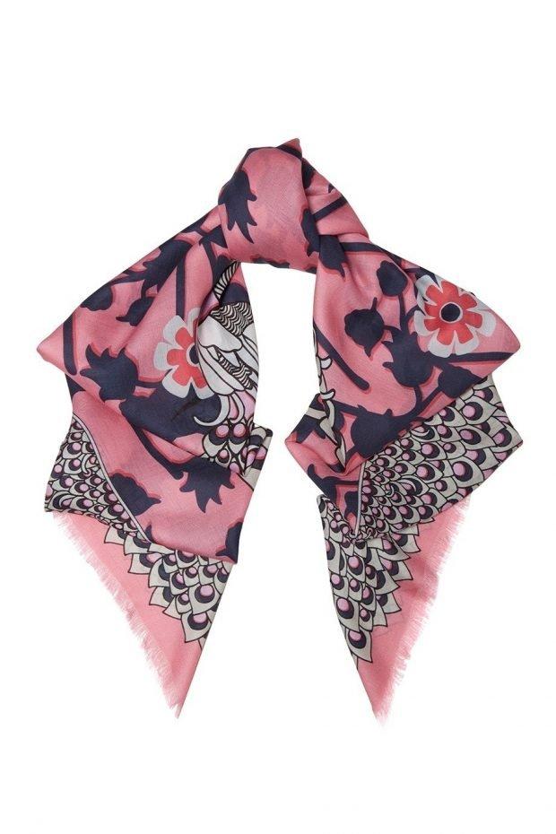 Модные аксессуары 2019 2020: шарф шелковый в цветы