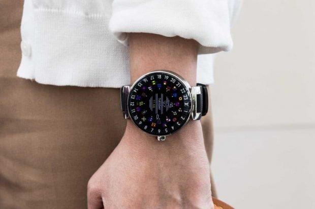 модные женские часы 2019 2020: большие черные с цветными кругами
