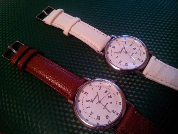 модные женские часы 2019 2020 классика кожаный ремень красные белые
