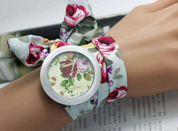 модные женские часы ремень платок белые с яркими цветами
