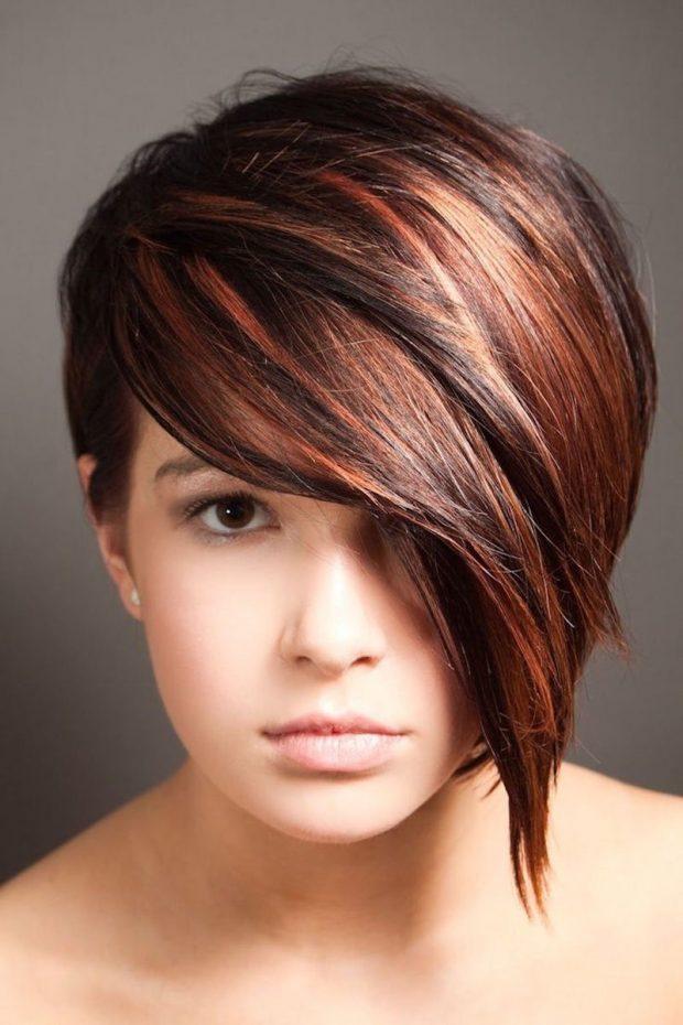 мода 2019 2020 стрижка пикси для коротких волос удлиненная челка на бок для женщин за 30