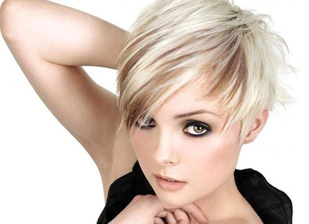 мода 2020 2021 стрижка пикси для коротких волос удлиненная челка на бок для женщин за 30