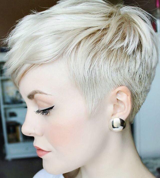 мода 2021 стрижка пикси на короткие волосы с рваной челкой для женщин за 30