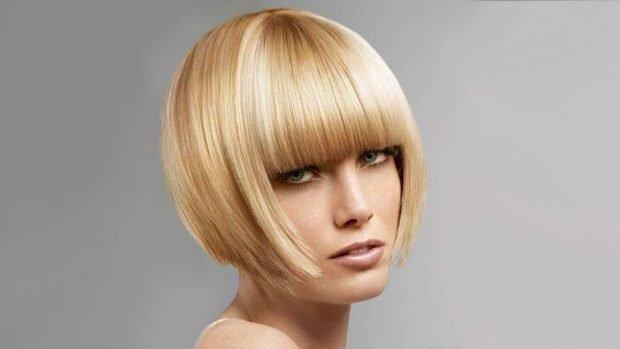 стрижка модное короткое каре с густой челкой ровной на короткие волосы 2019 2020 для женщин за 30