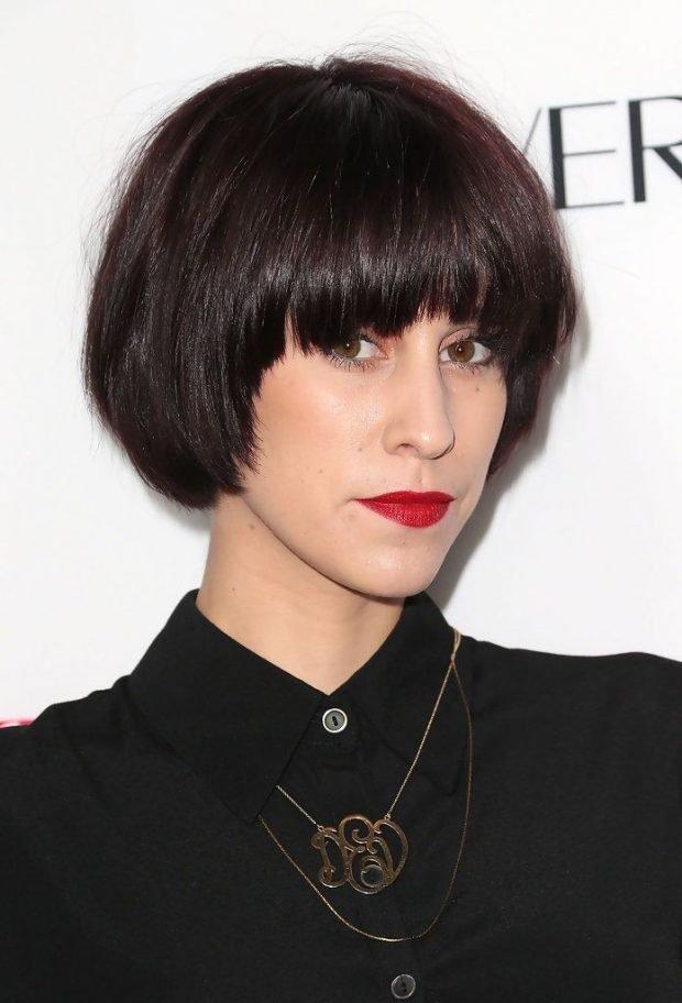 стрижка модное короткое каре рваная челка на короткие волосы для женщин за 30