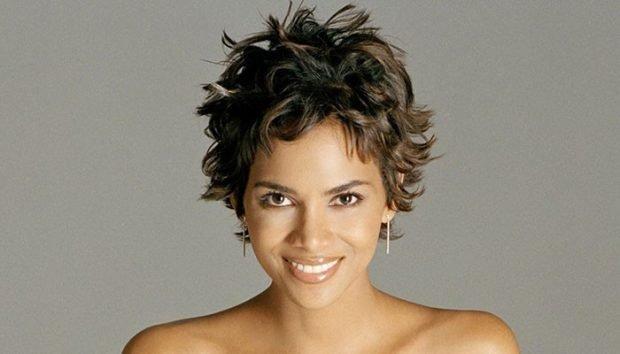 модная короткая стрижка 2021 года на волнистые волосы для женщин за 30