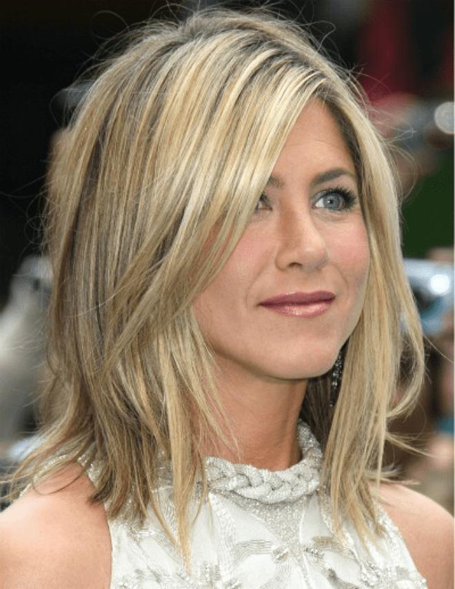 стильная женская стрижка 2018 2019 лесенка средняя длина волос