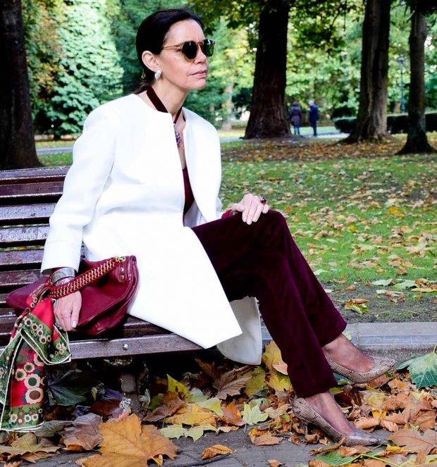 легкое пальто белое брюки бордовые бархат